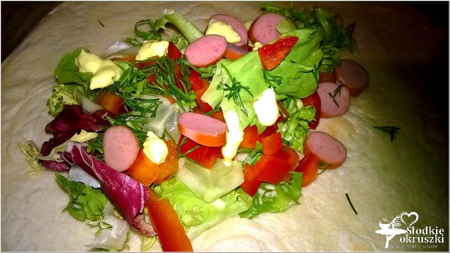 Sałatka w tortilli (3)