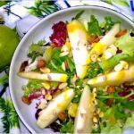 Sałatka z orzechami i gruszką w miodowo-musztardowym sosie