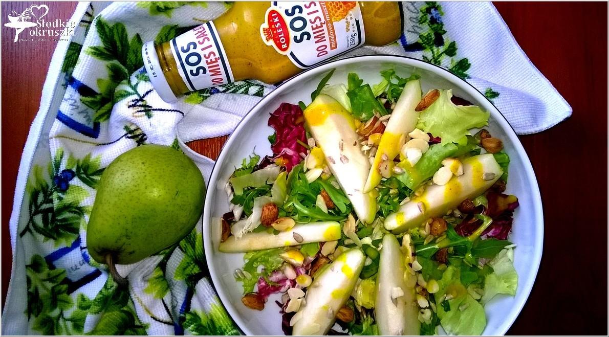 Sałatka z orzechami i gruszką w miodowo-musztardowym sosie 2