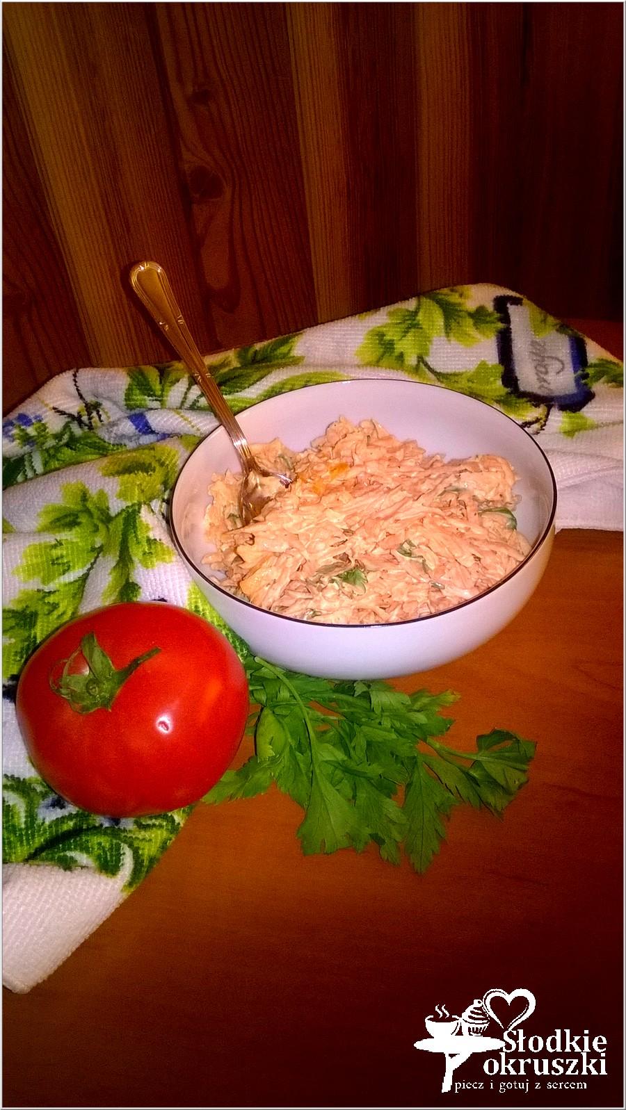 Szybka surówka z marchewki i zielonej pietruszki (1)