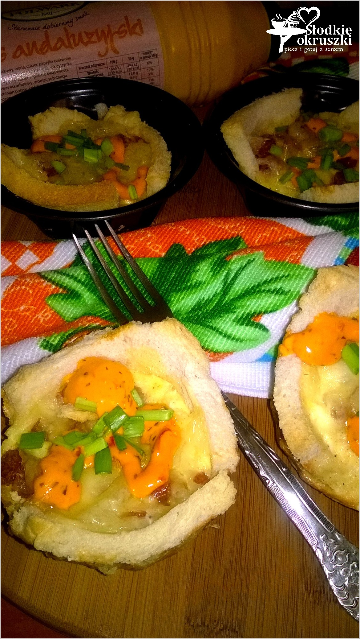 Tostowe babeczki z kabanosem i andaluzyjskim sosem 2