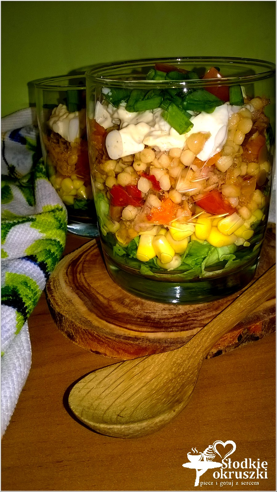 Warstwowa sałatka z kukskusem i tuńczykiem (1)