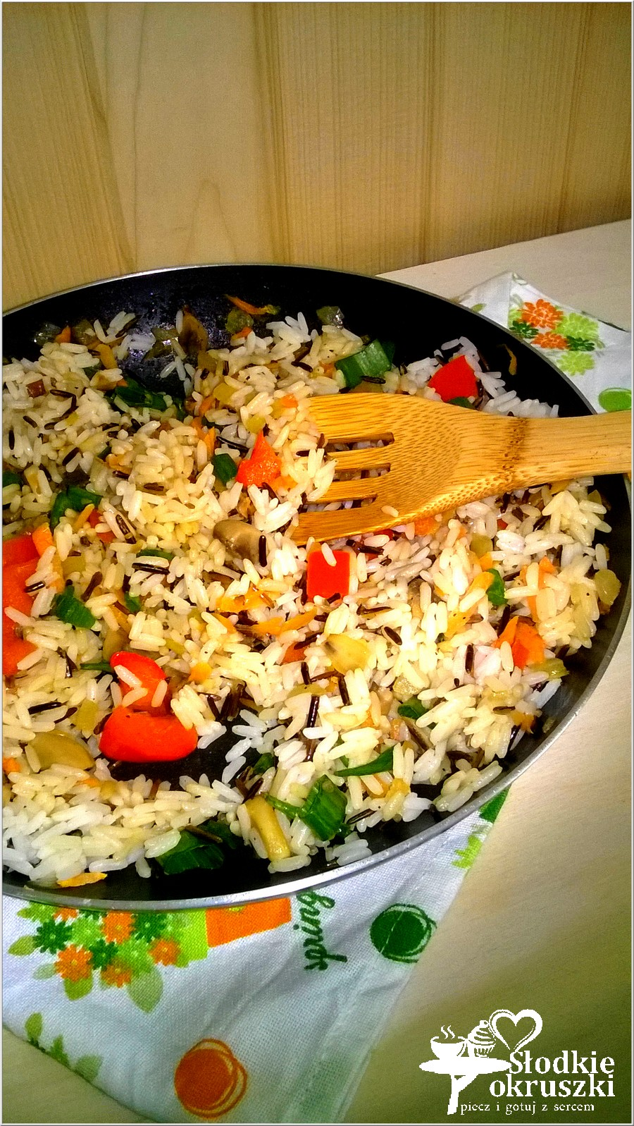 Warzywno-pieczarkowy ryż z patelni. Lekki obiad lub syta kolacja. (1)