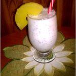 Ananasowy koktajl z otrębami i chia. Idealny na śniadanie lub lekką kolację.