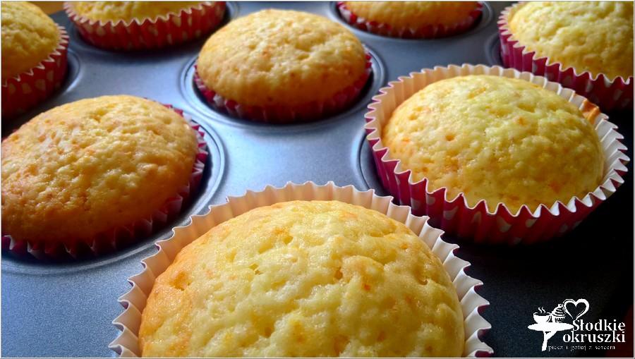 Delikatnie cytrynowe babeczki (2)