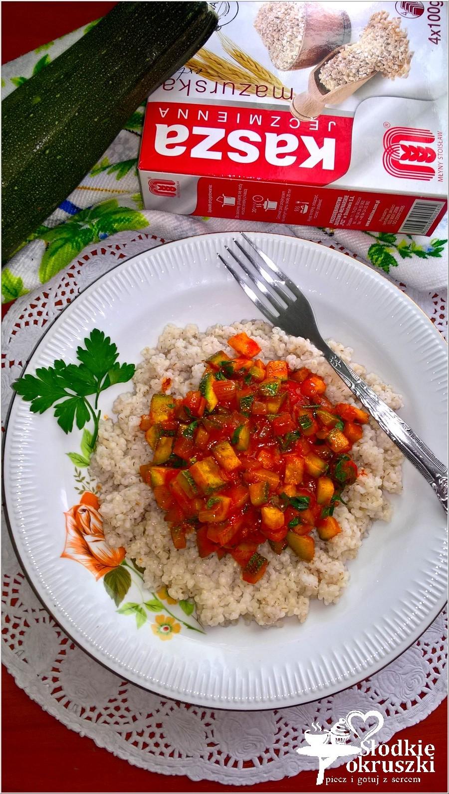 Szybki sos z kabaczka z kaszą jęczmienną (1)