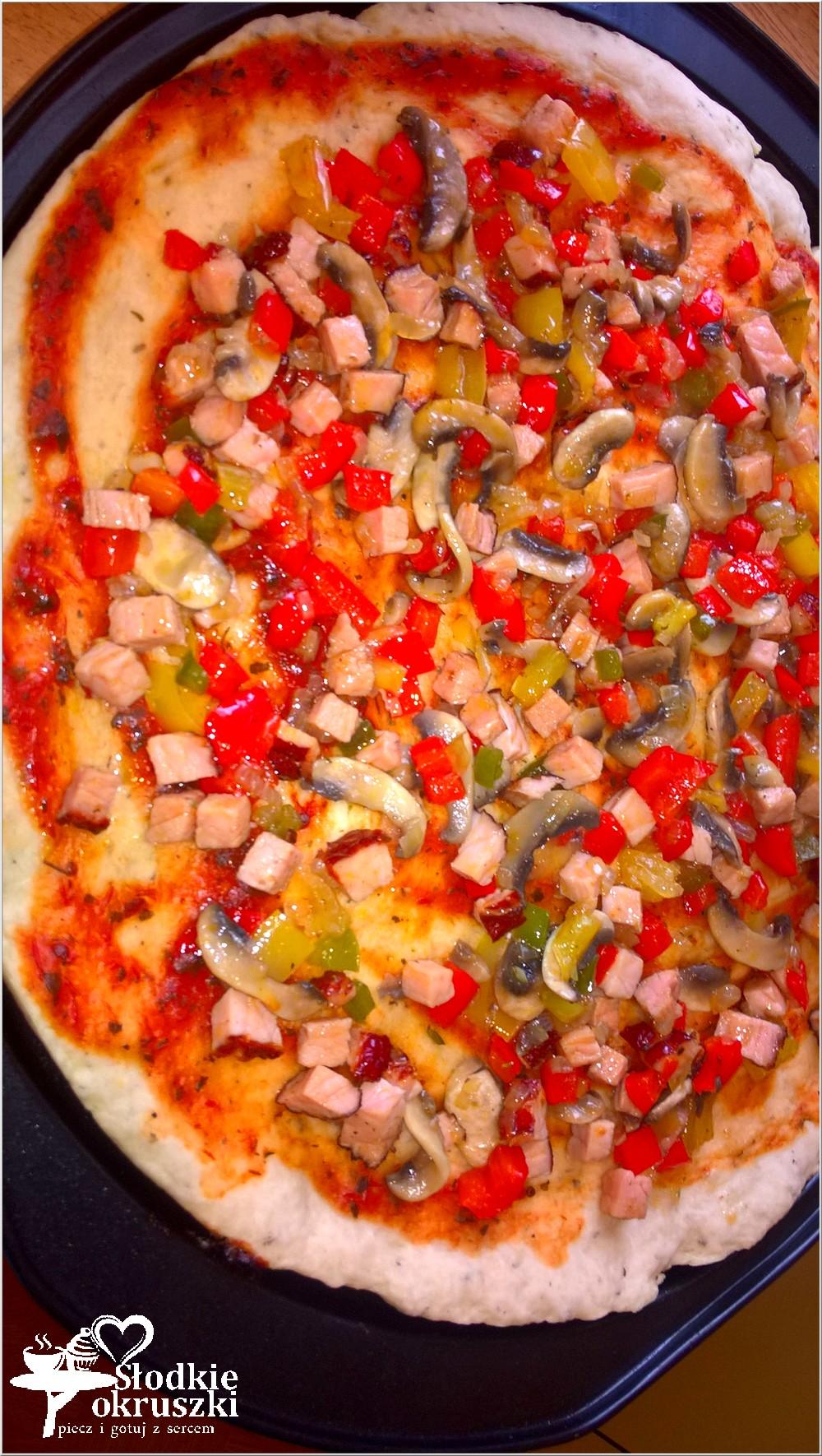 domowa-pizza-na-ziolowym-cienkim-ciescie-5