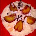 Jesienny szybki pudding ryżowy z karmelizowaną śliwką