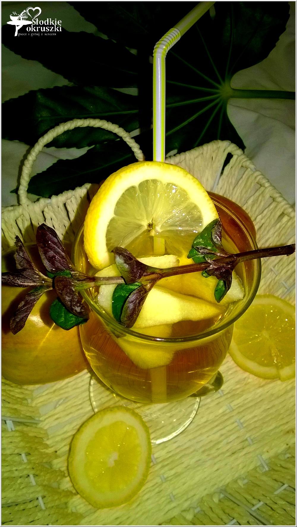 mietowo-gruszkowy-napoj-z-kawalkami-owocow-1