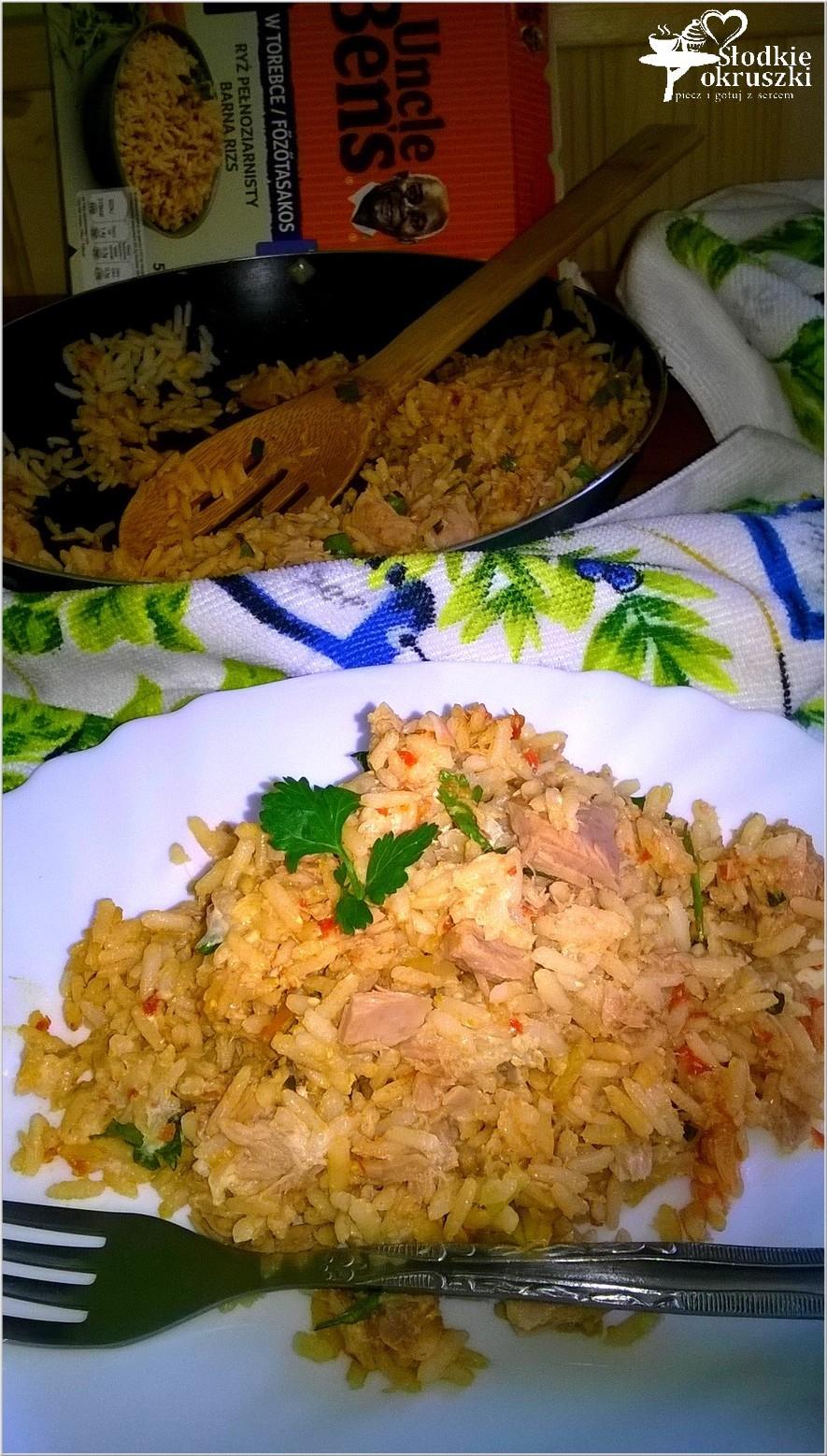 obiad-brazowy-ryz-z-tunczykiem-i-ajvarem-2