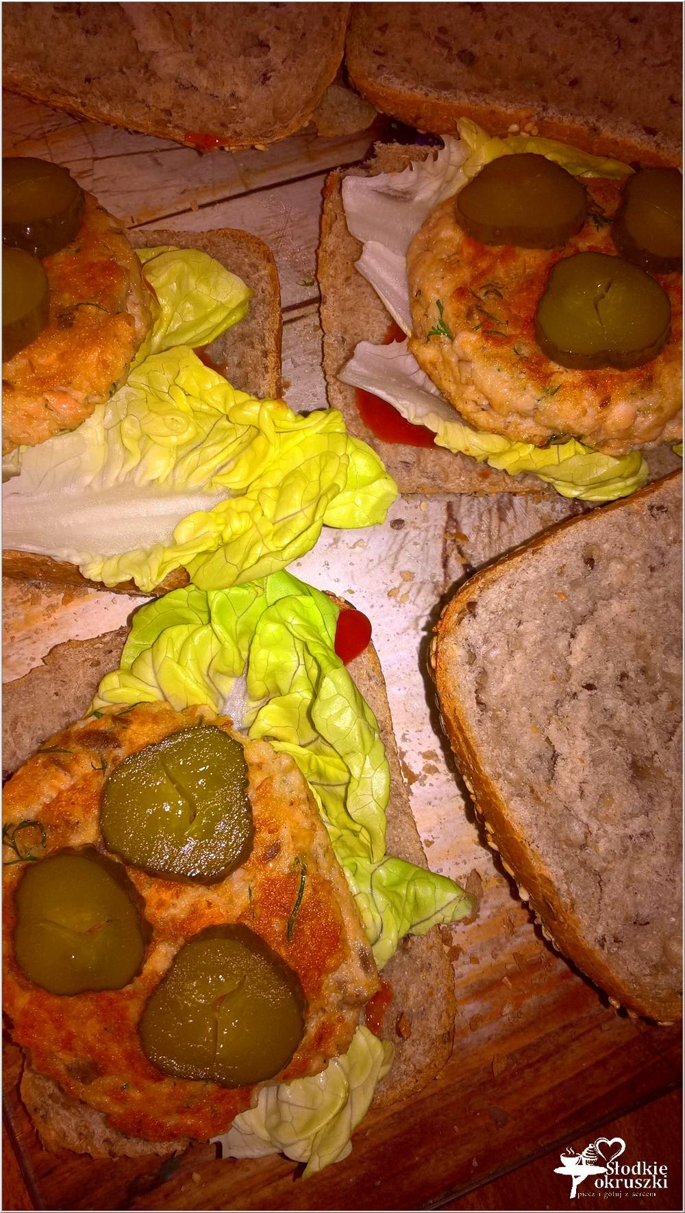 zdrowe-burgery-rybne-z-kotletem-z-lososia-5