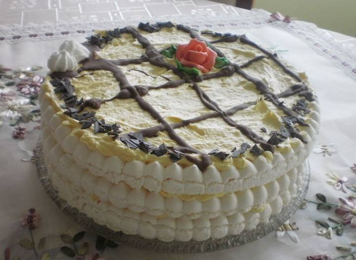 swiateczny-tort-bezowy-pani-magdalena-m