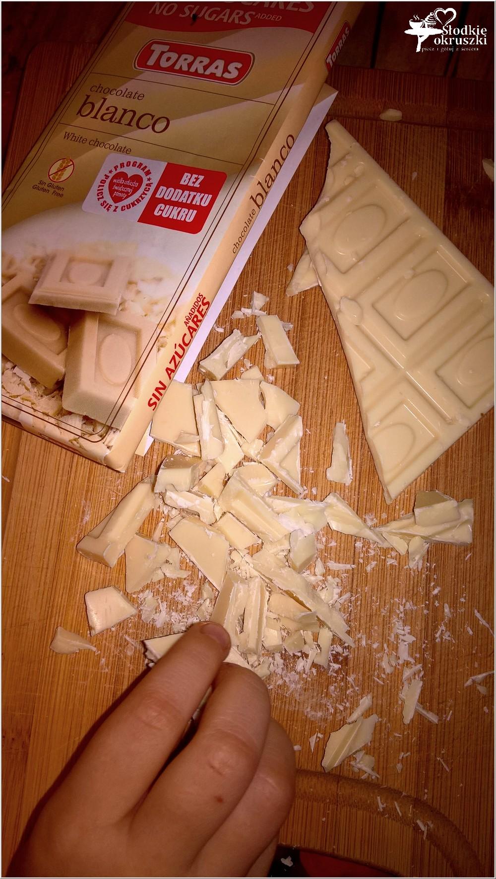 babeczki-z-kawalkami-bialej-czekolady-przygotowanie
