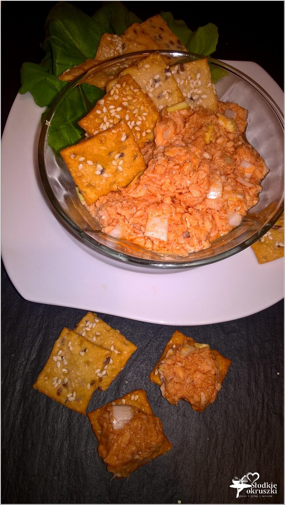 chrupiacy-snack-z-pasta-z-lososia-1