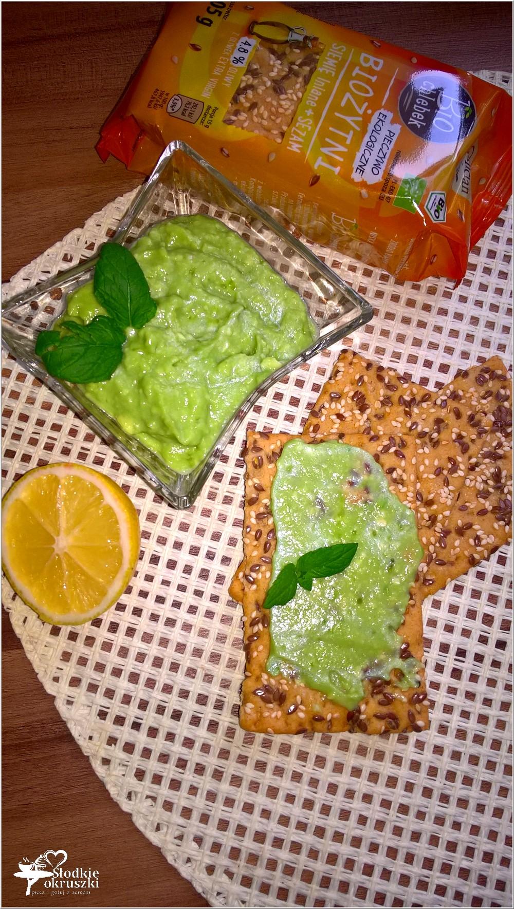 orzezwiajaca-pasta-z-awokado-z-bio-chlebkiem-2