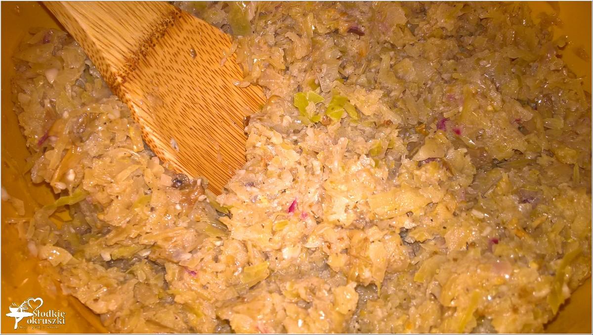 przygotowanie-pierogi-z-kapusta-i-grzybami-3