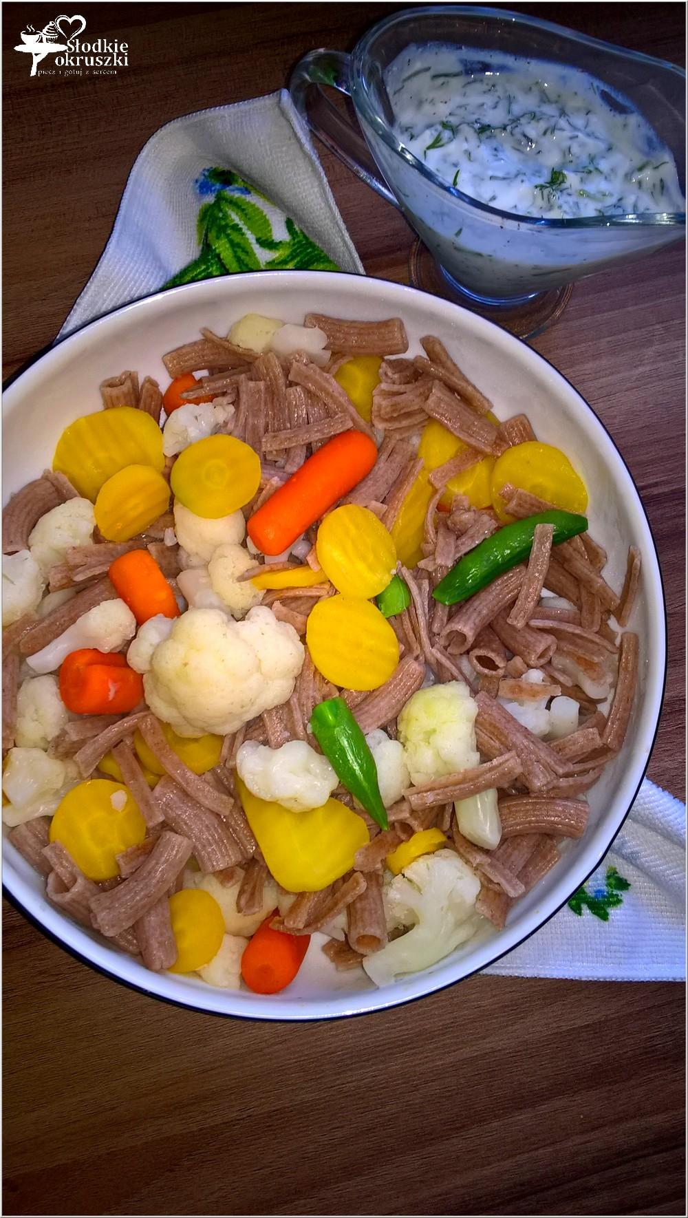 salatka-warzywno-makaronowa-w-lekkim-koperkowym-sosie-3