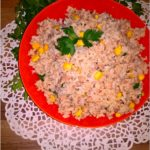 Szybka sałatka ryżowa z tuńczykiem