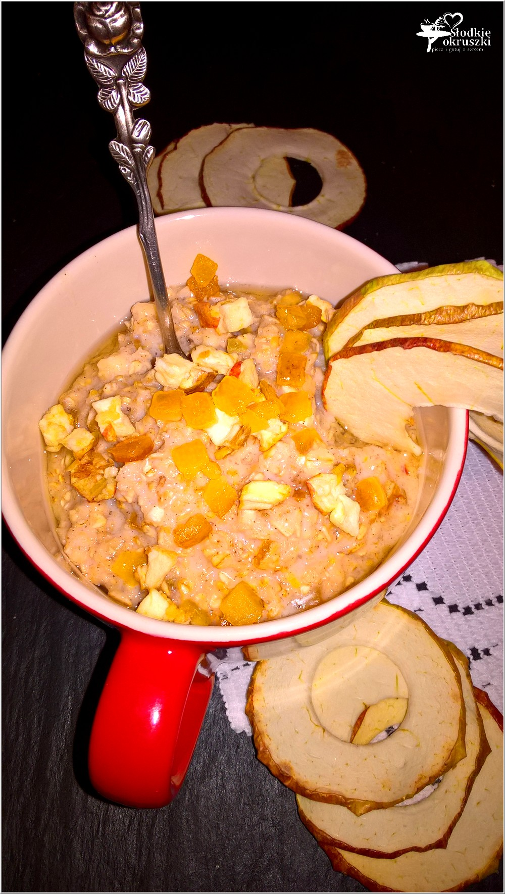 cynamonowa-owsianka-z-pomaranczowa-skorka-i-suszonymi-jablkami