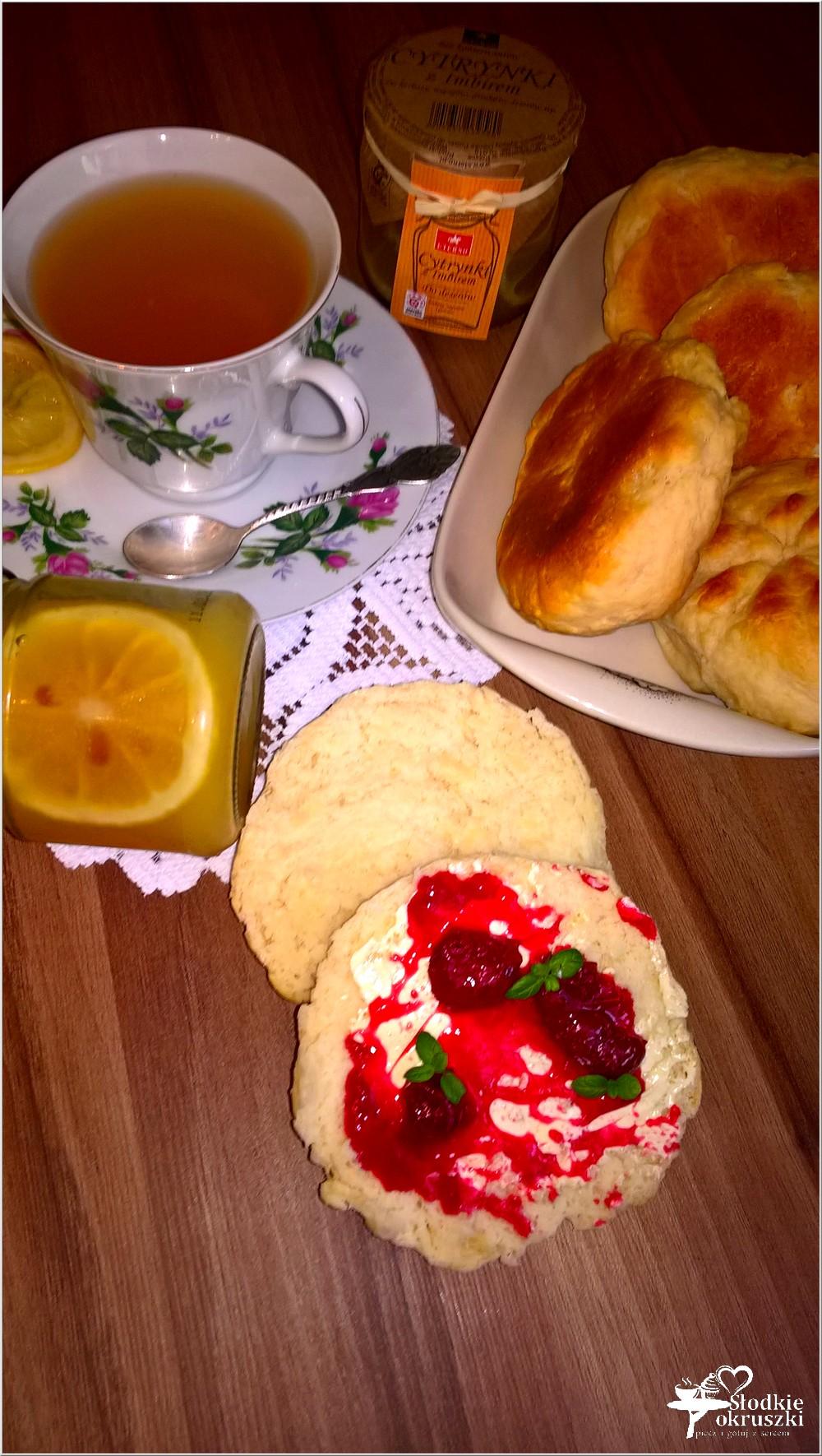Domowe bułeczki i rozgrzewająca herbata z cytrynką i imbirem (2)