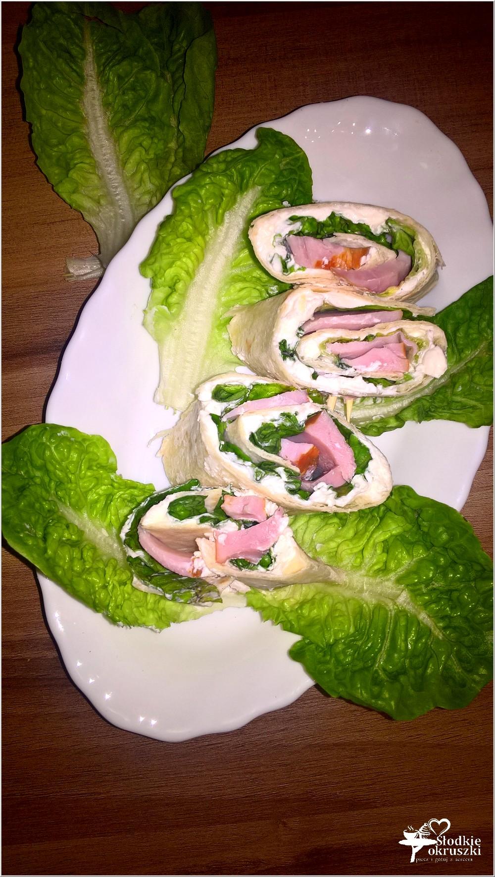 rollsy-z-chrzanowym-serkiem-wedlina-i-salata-1