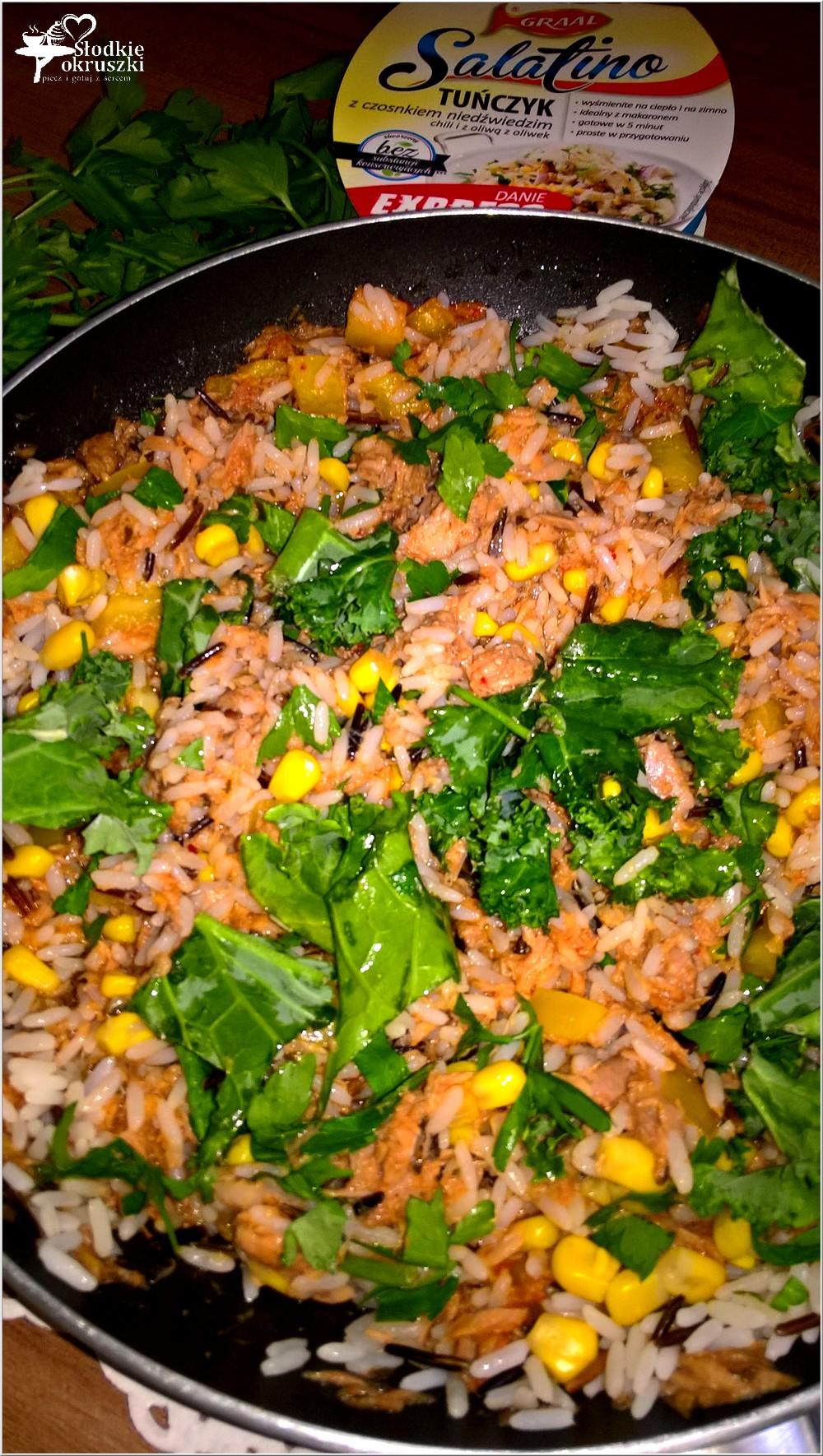 Ryż z pikantnym tuńczykiem, słoneczną kukurydzą i zielonymi dodatkami (3)