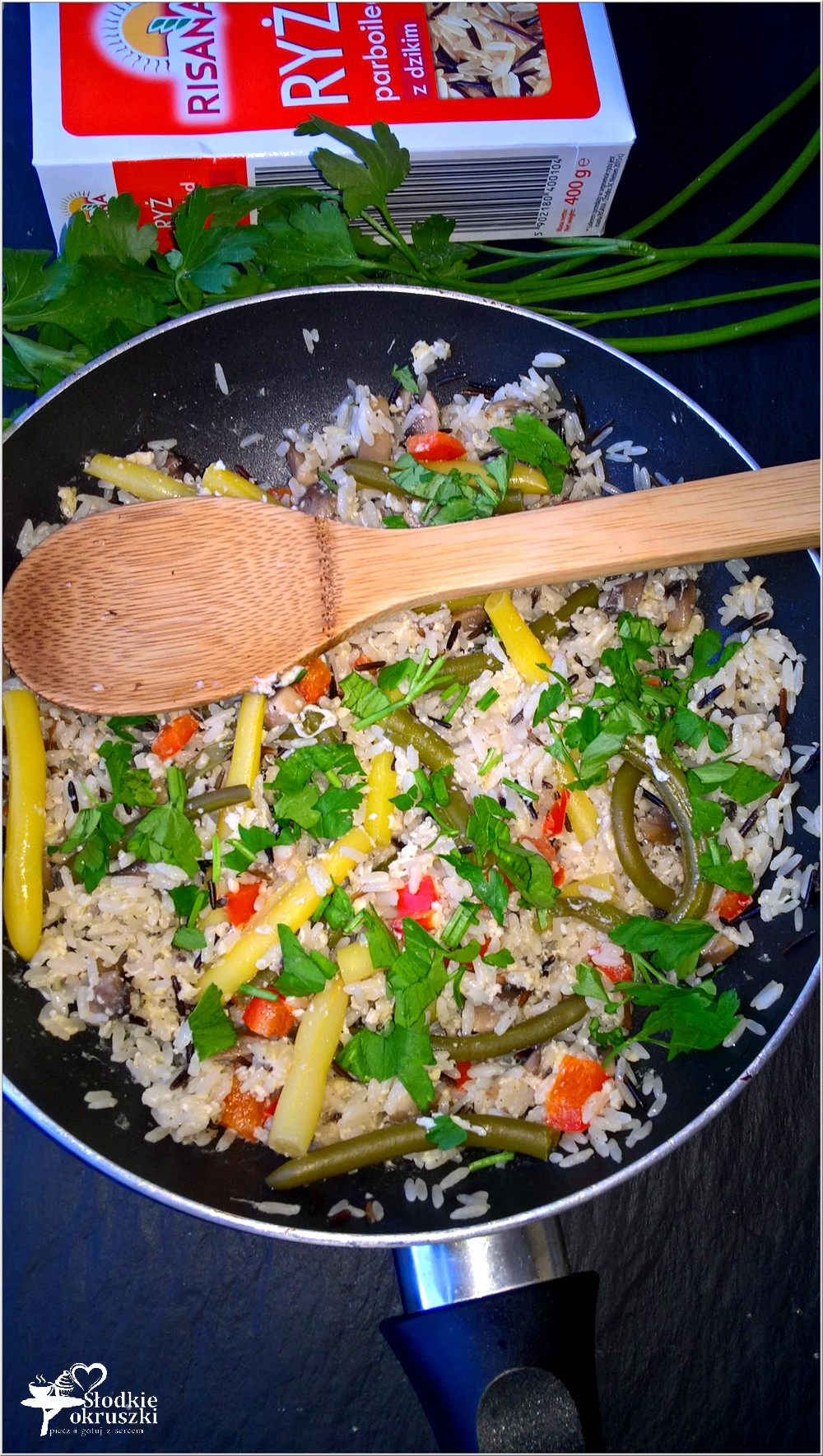 Smażony ryż z fasolką, jajkiem, pieczarkami i papryką (2)