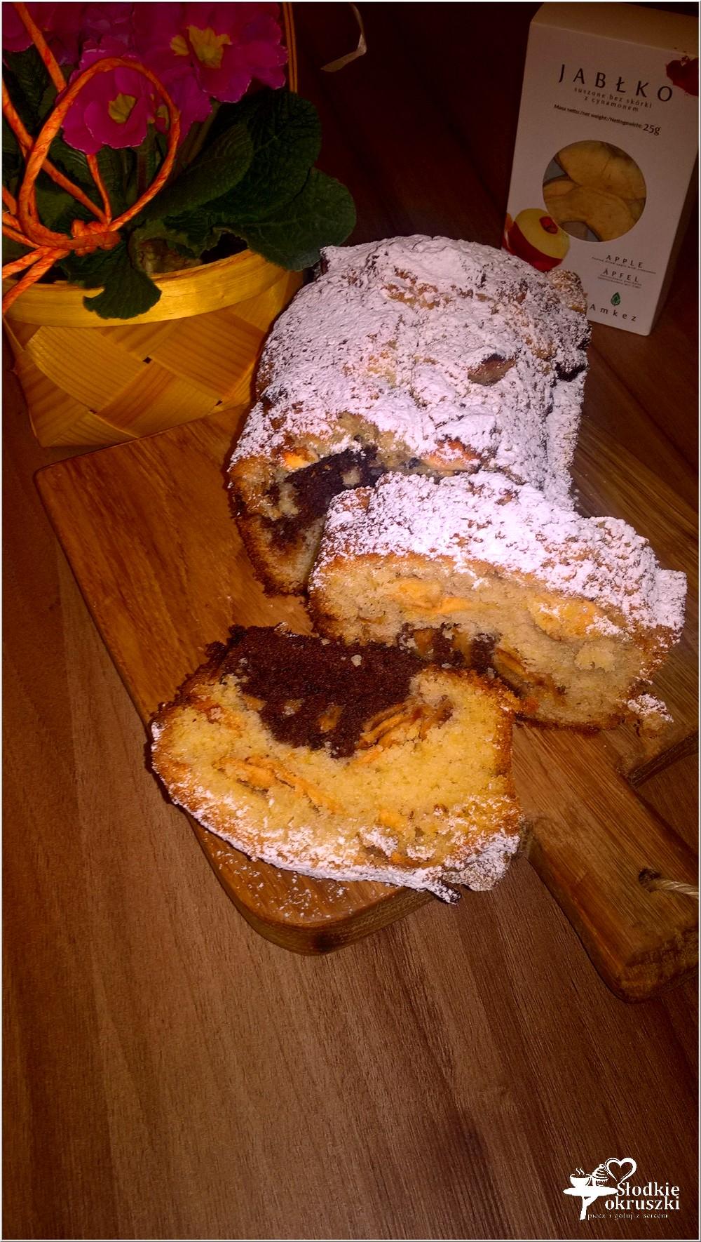 Waniliowo-kakaowe ciasto z cynamonowym jabłuszkiem (2)