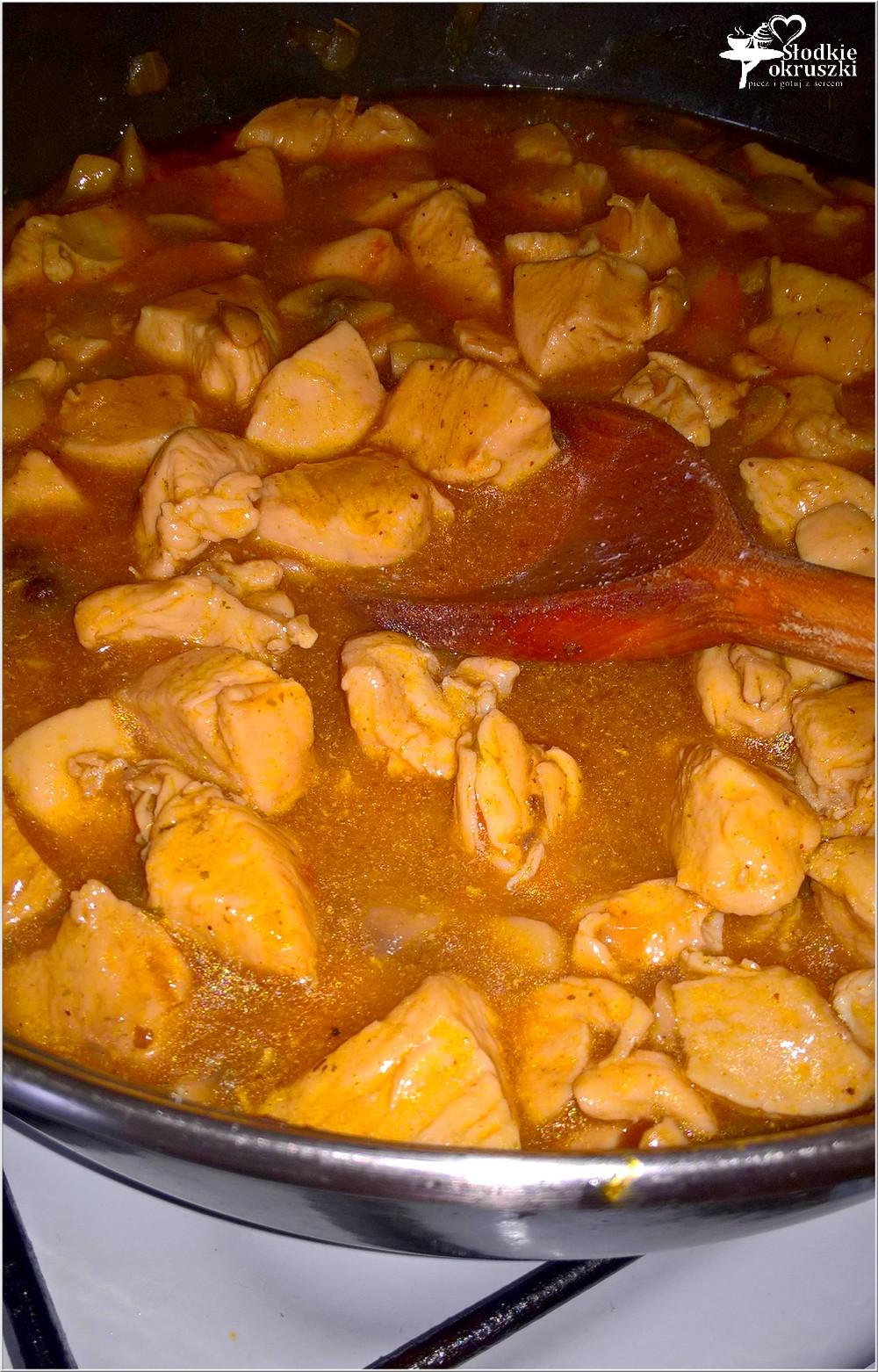 Gulasz z pieczarkami (z piersi kurczaka) (2)