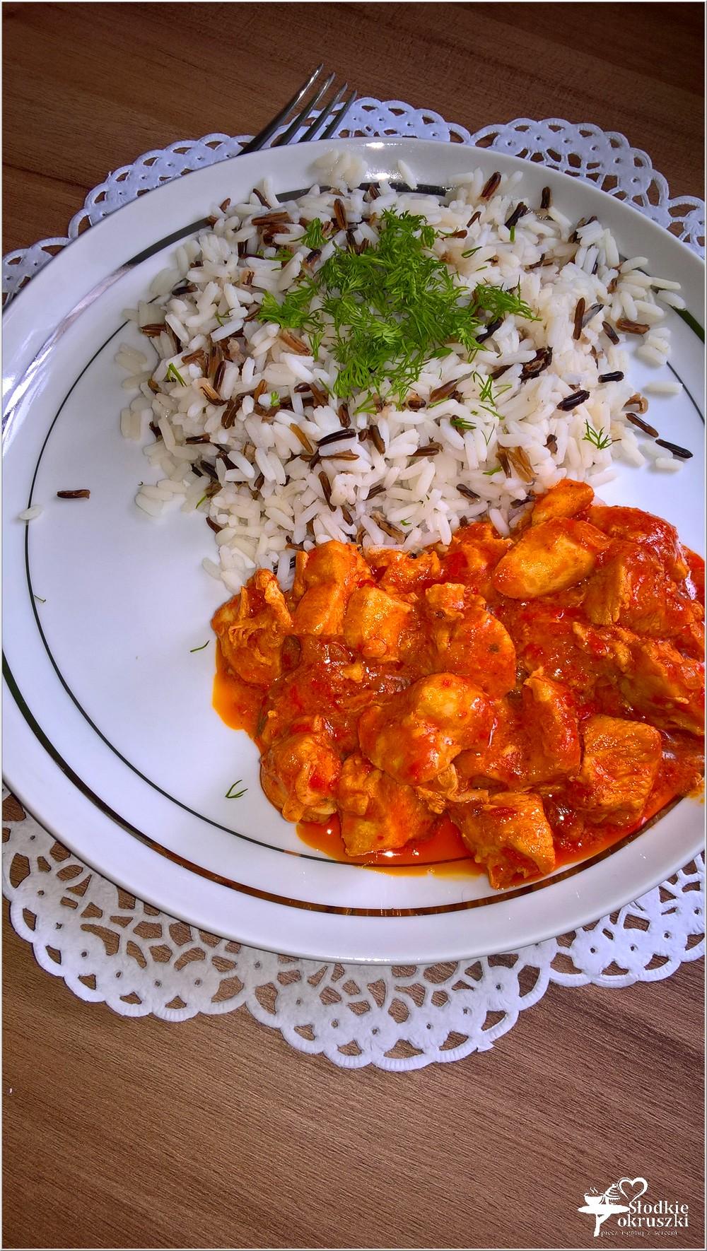 Kurczak w paprykowo-pomidorowym sosie (na bazie ajvaru) (1)