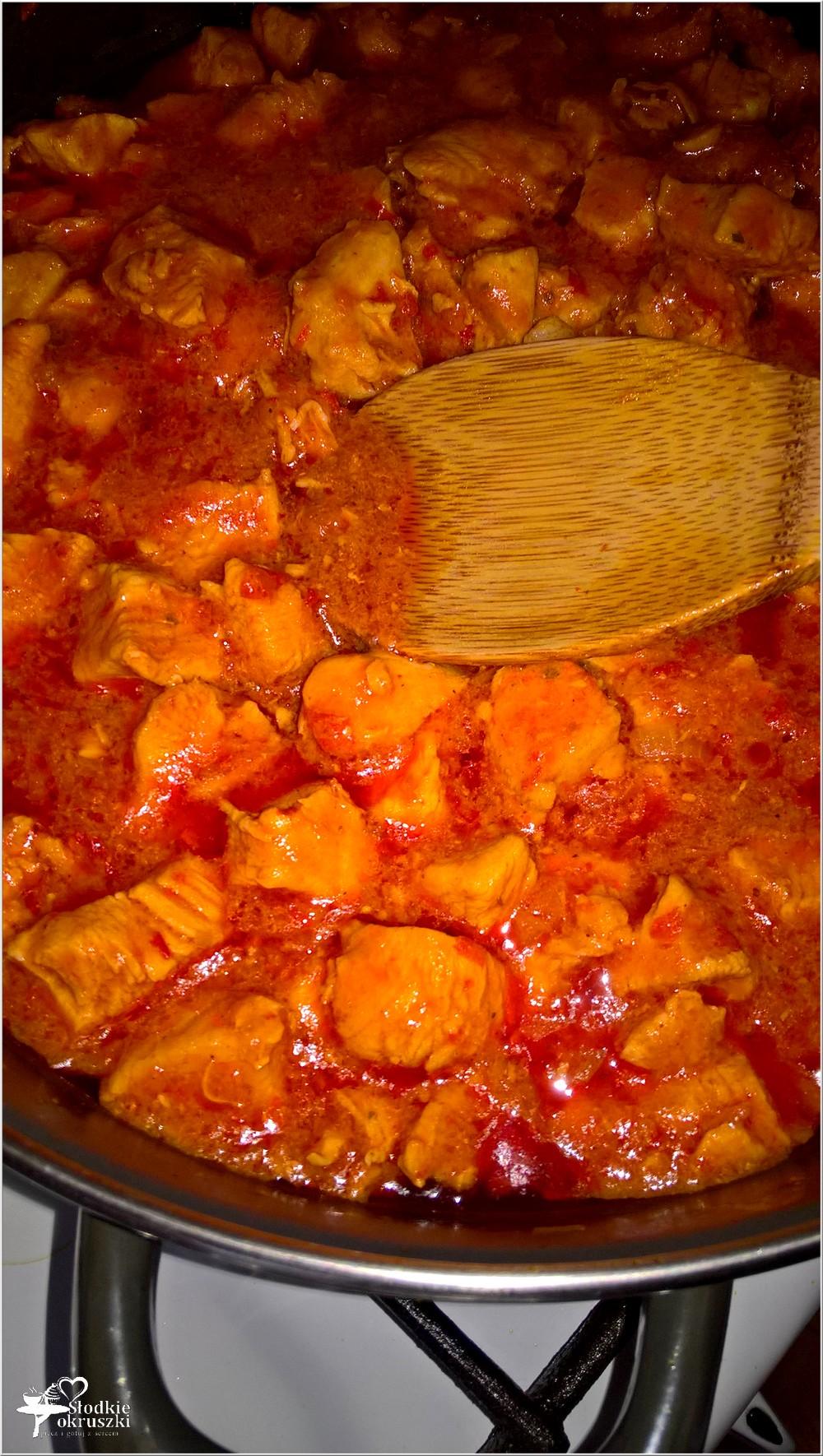 Kurczak w paprykowo-pomidorowym sosie (na bazie ajvaru) (3)