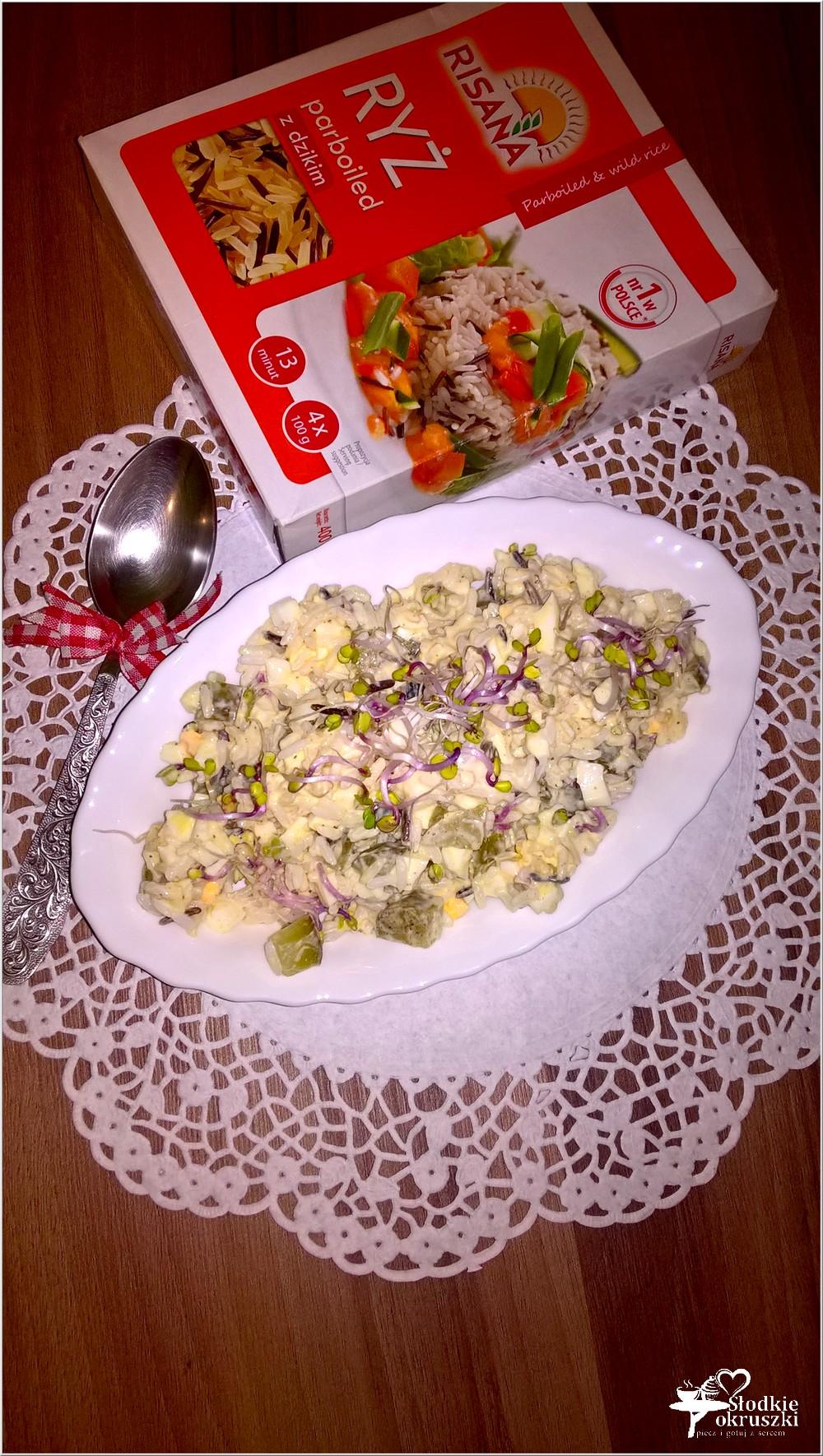 Lekka sałatka ryżowa z kiełkami, jajkiem i ogórkiem (3)