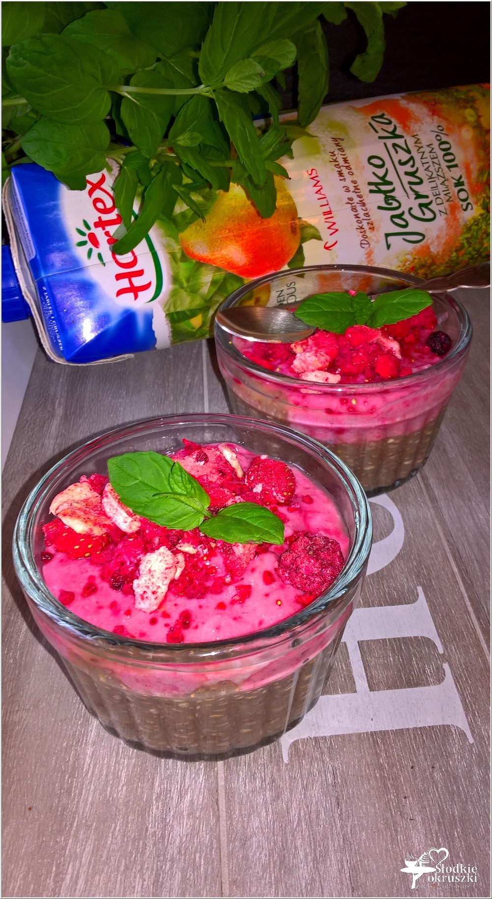 Owocowy pudding chia z musem malinowym (2)