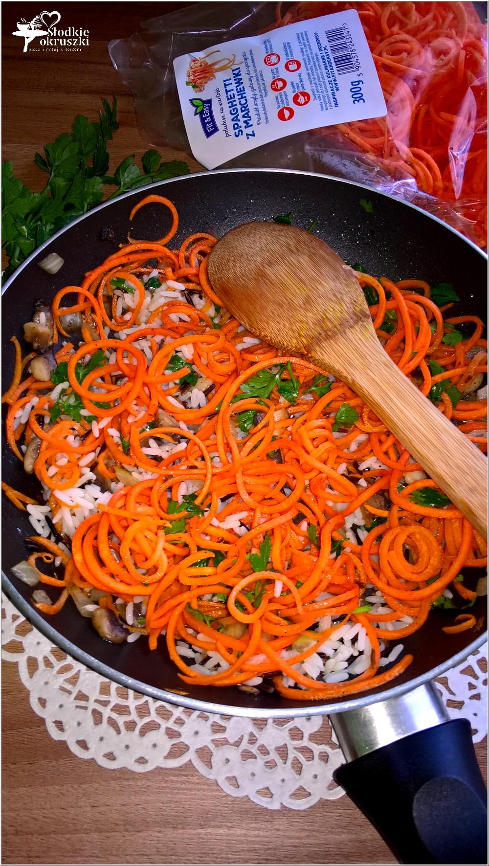 Warzywne spaghetti z ryżem i pieczarkami. Lekki obiad (3)