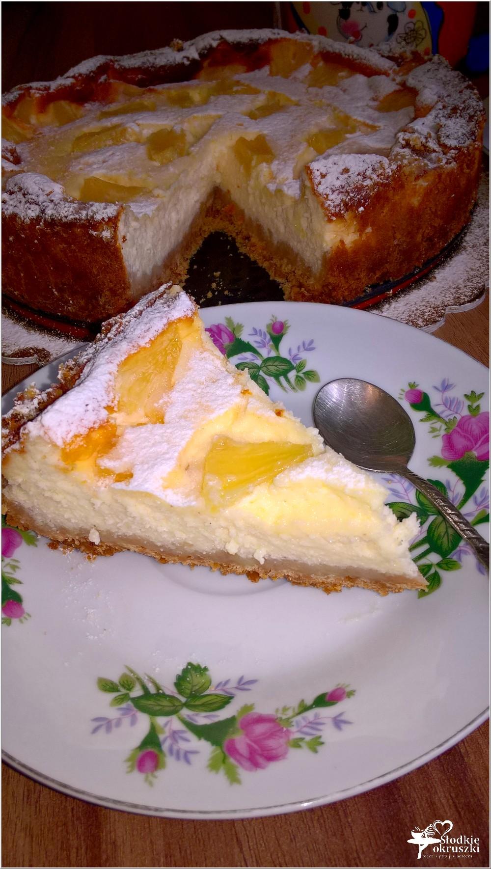 Sernik z ananasem na słonawym spodzie (2)
