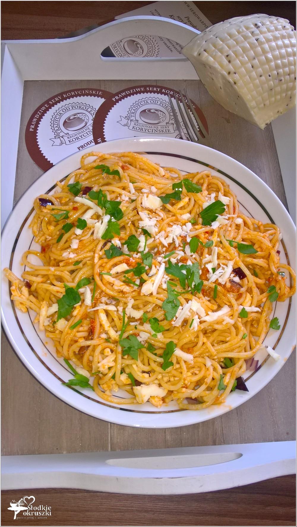Spaghetti w pomidorowym pesto z serem korycińskim (5)