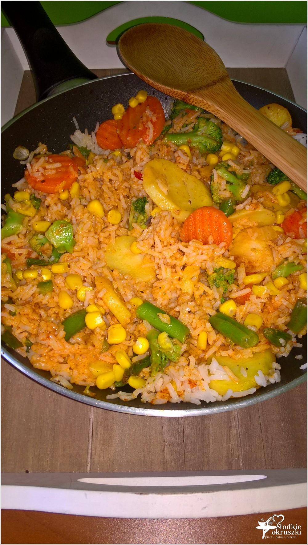 Szybki obiad. Pikantny ryż z warzywami (1)