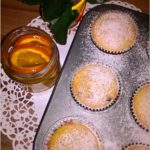 Babeczki z truskawkowo-migdałowym środkiem i nutą pomarańczy