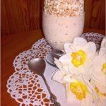 Domowy owocowo-daktylowy jogurt z ekspandowanymi zbożami