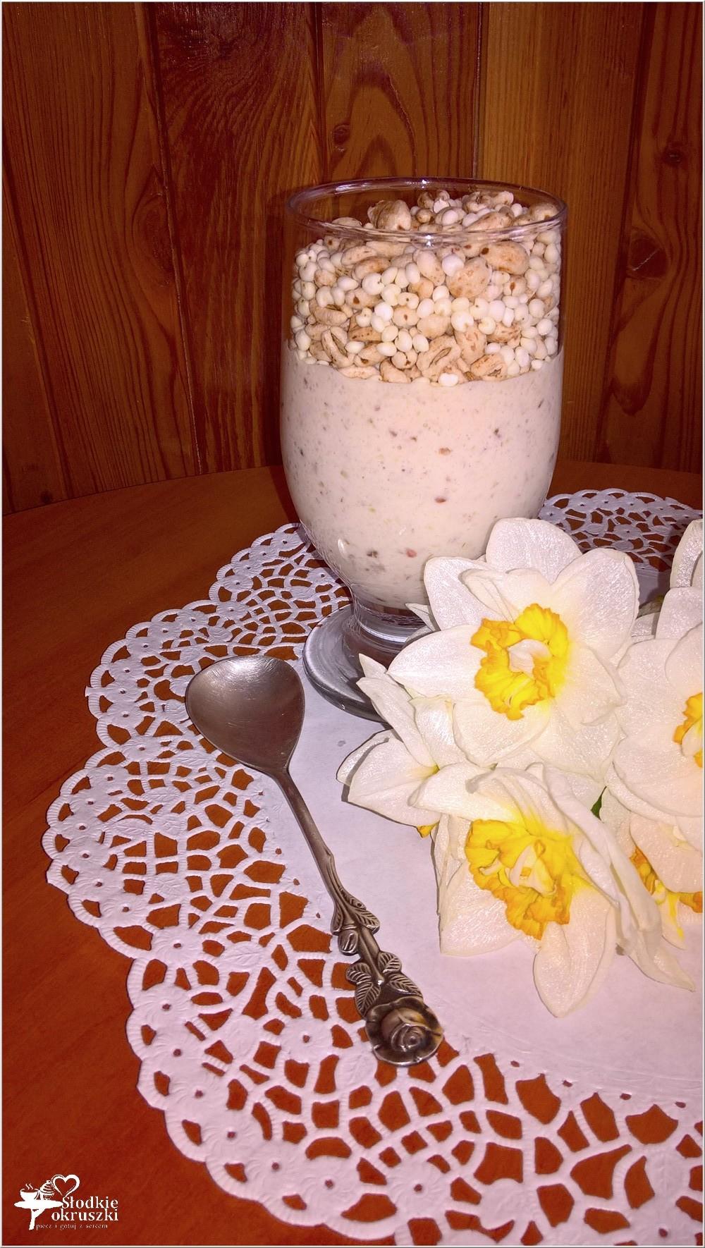 Domowy owocowo-daktylowy jogurt z ekspandowanymi zbożami (1)