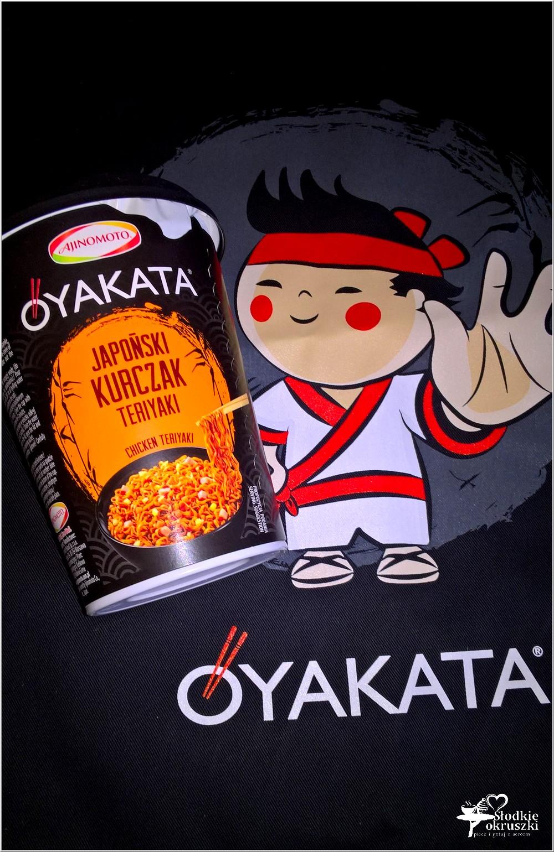 Obiad w japońskim stylu. Kurczak z makaronem i sosem teriyaki (1)