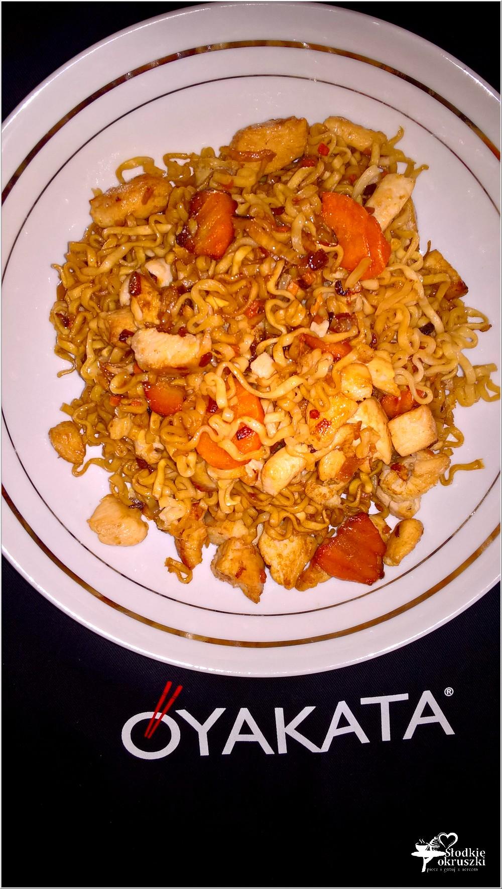 Obiad w japońskim stylu. Kurczak z makaronem i sosem teriyaki (6)