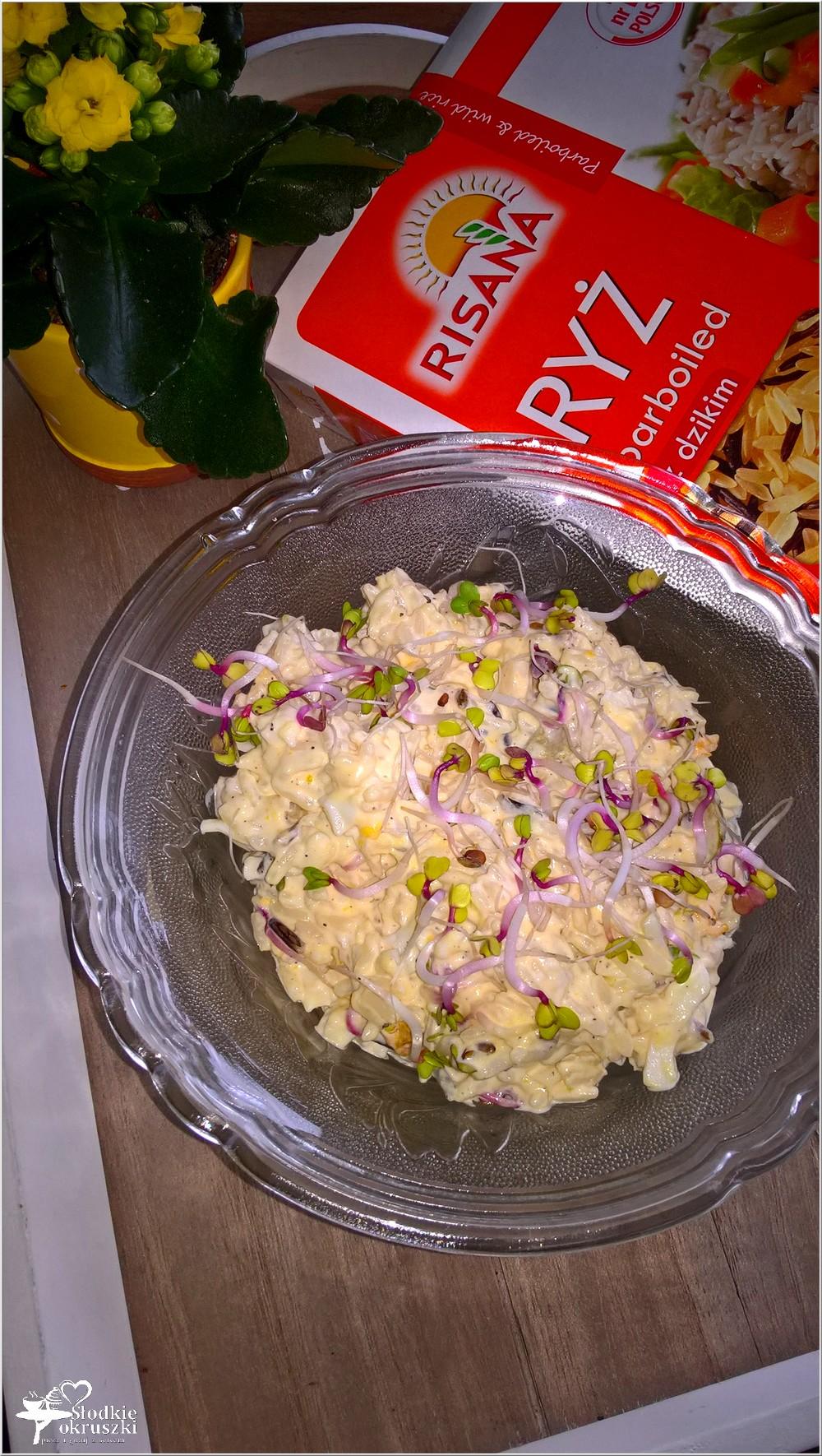 Ryżowa sałatka z oliwkami i kiełkami rzodkiewki (1)