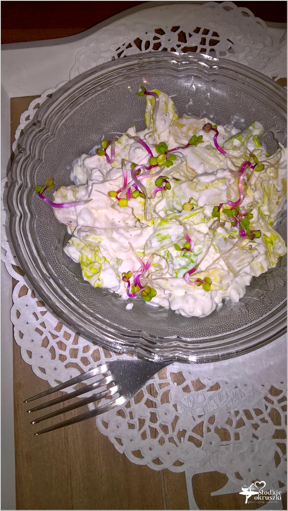 Sałatka z serkiem wiejskim i kiełkami (2)