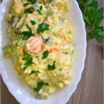 Szybka sałatka z brokułem, kalafiorem i ogórkami