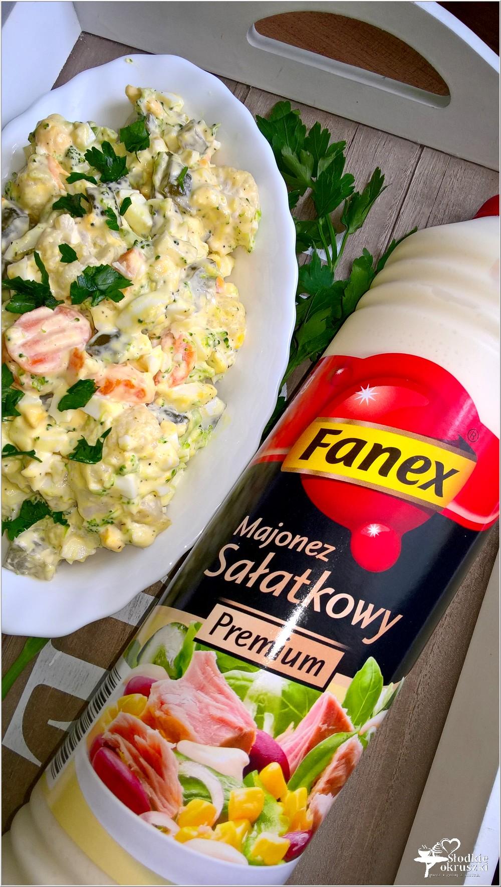 Szybka sałatka z brokułem, kalafiorem i ogórkami (2)