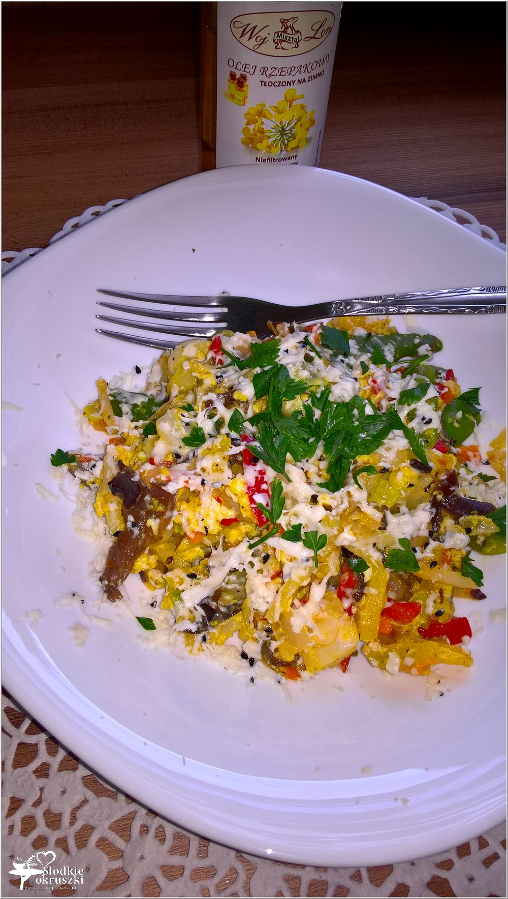 Smażone warzywa z jajkiem i serem korycińskim (4)