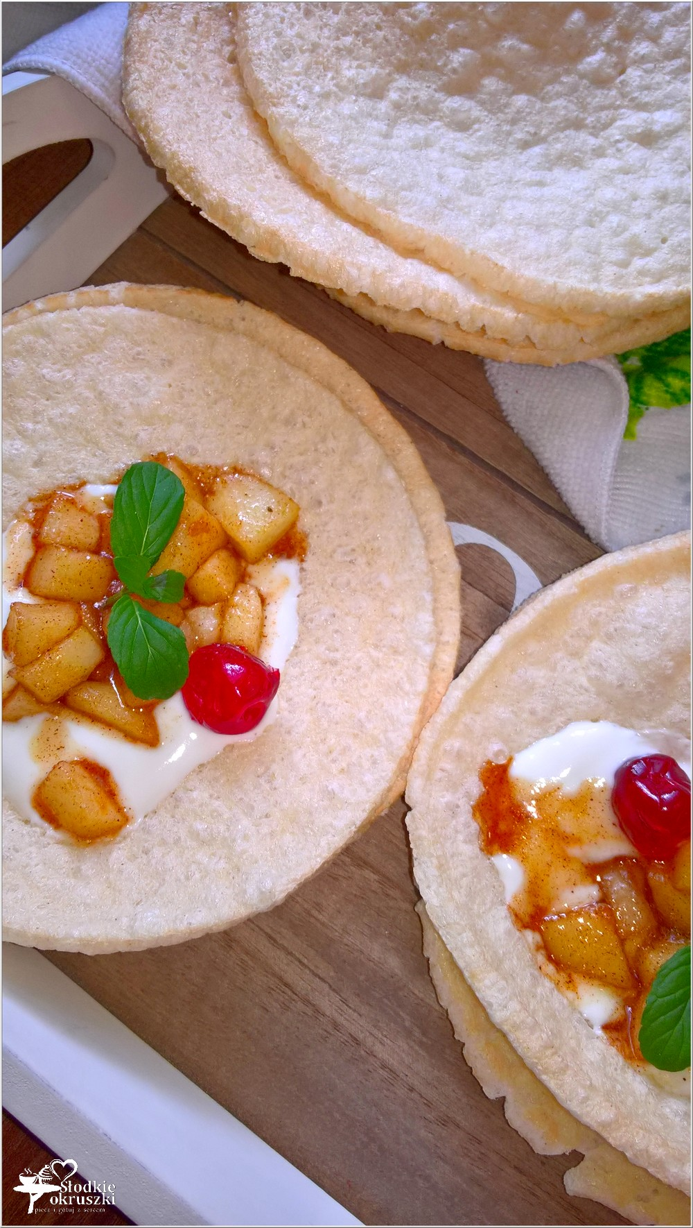 Szybki deser z cynamonowym jabłuszkiem na chrupiących waflach (2)