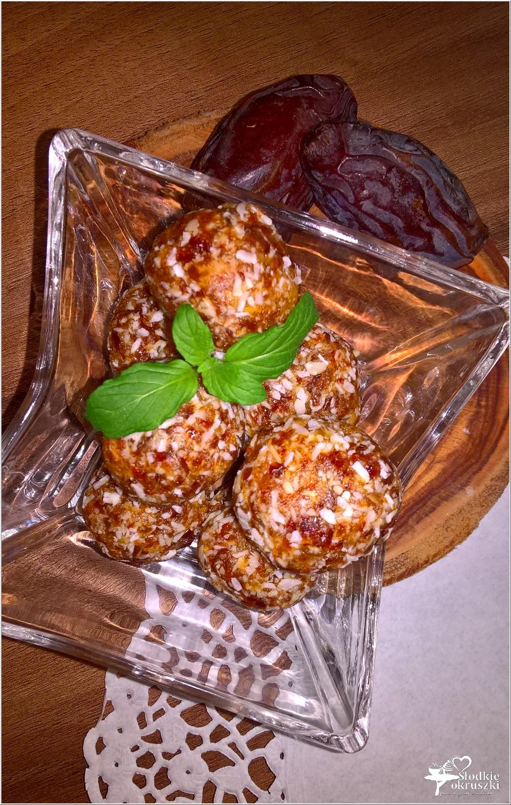 Zdrowe kokosowe kuleczki daktylowe (1)