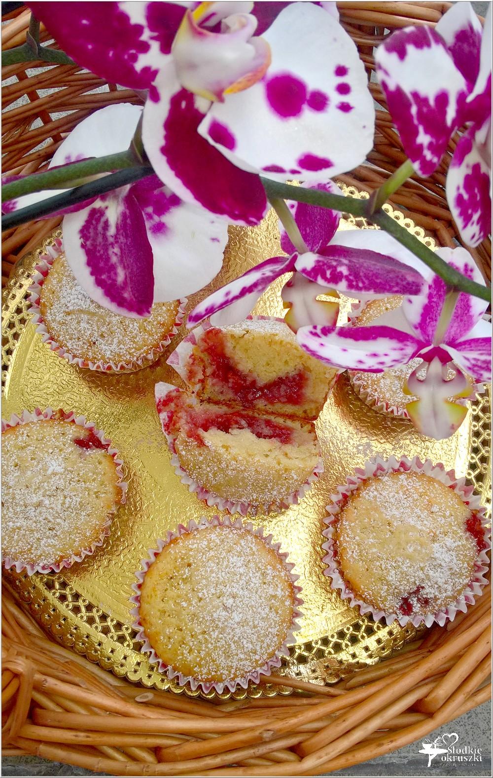 Babeczki na oleju kokosowym z wiśniową niespodzianką (1)